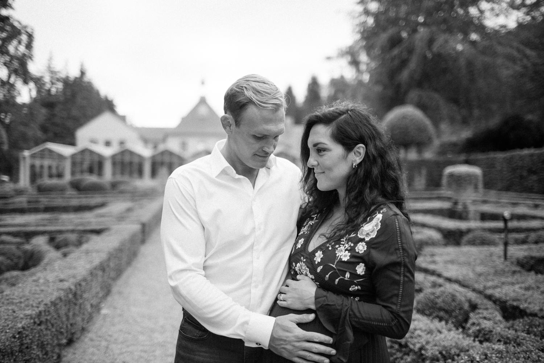 Baby Shower och gravidfotografering av The Ljungbäcks på Norrvikens trädgårdar i Skåne. Fotograf är Tove Lundquist.